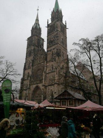 St. Lorenz Kirche: Torres de la iglesia.