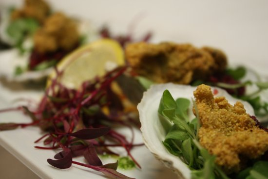 Fryeburg, Мэн: Cornmeal Crusted Oysters, Cranberry Mignonette