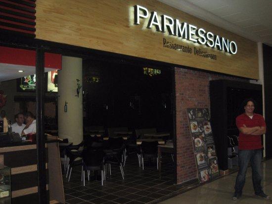 Parmessano Restaurante: Parmessano, fachada mejorada conmigo... jejeje