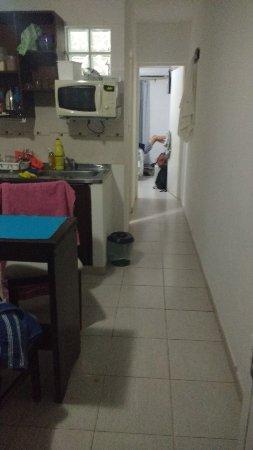 Hanna Apart: pasillo que mira hacia la habitacion