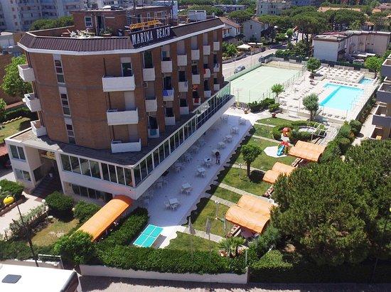 Family hotel marina beach lido adriano itali foto 39 s reviews en prijsvergelijking - Bagno caesar lido adriano ...