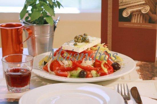 Maiandros: Χωριάτικη σαλάτα-Greek salad