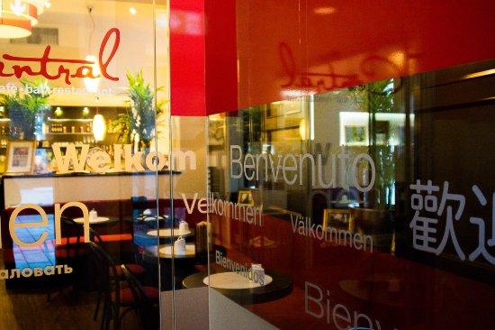Café Central - Café. Bar. Restaurant: Eimgang