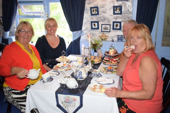Drybrook, UK: Friends enjoying an afternoon tea