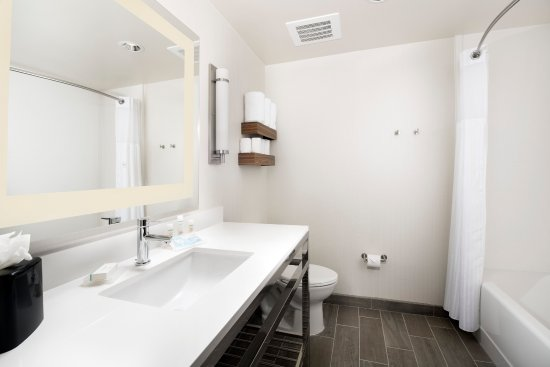 2 Queen Guest Room Bathroom Picture Of Hilton Garden Inn San Antonio Downtown San Antonio