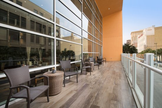 Watch All The Action Of Houston St Picture Of Hilton Garden Inn San Antonio Downtown San