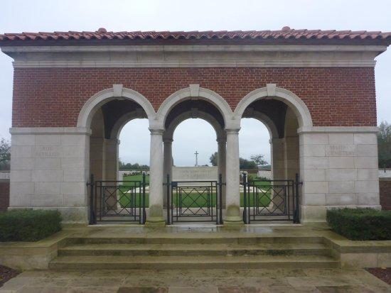 Rue Pettilon Military Cemetery