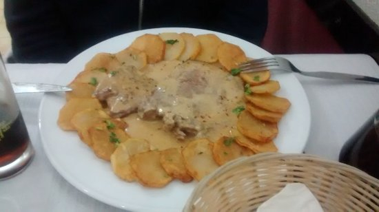 Peppered Steak with roasted potato slices