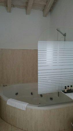 Hotel & Spa Manantial del Chorro: Jacuzzi