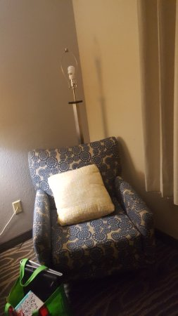 La Quinta Inn Richmond South: floor lamp. I had already straightened it, but still no shade.