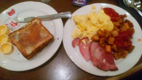 Edmonton Inn and Conference Centre: Complimentary Breakfast