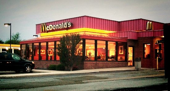 McLean, إلينوي: typically mcDonalds. --walking distance to days inn. --less than minutes to I-55 ramps