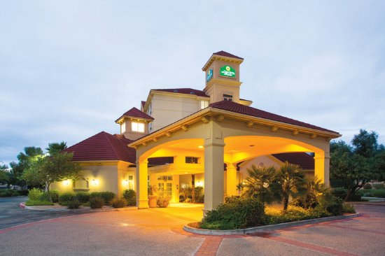 La Quinta Inn & Suites Mesa Superstition Springs: Exterior