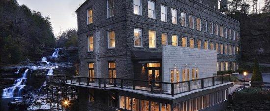Ledges Hotel: Exterior