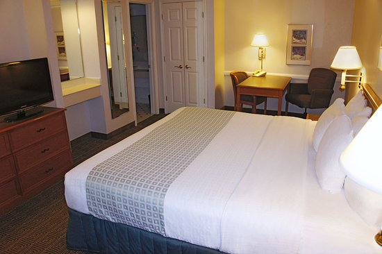 La Quinta Inn Denver Aurora: Guest room