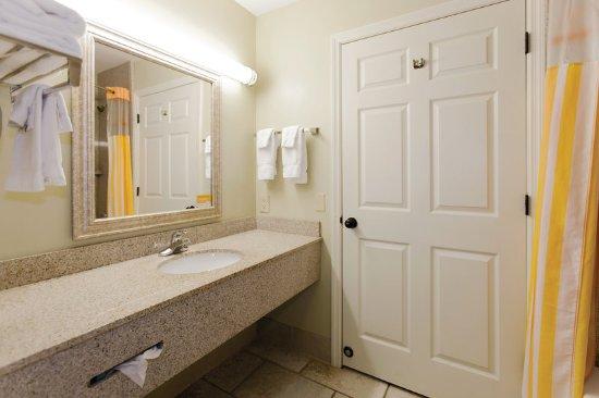 La Quinta Inn & Suites Panama City Beach: Guest room