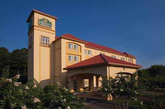La Quinta Inn & Suites Norfolk Airport Hotel