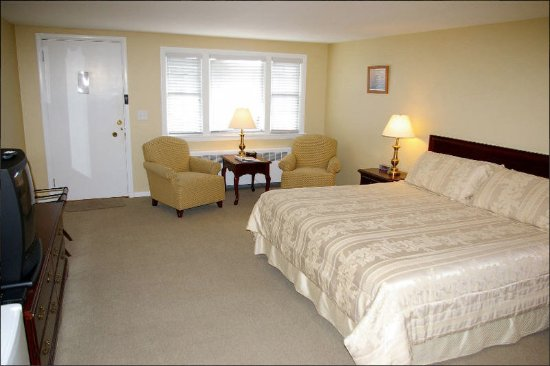 Chatham Highlander: Guest room