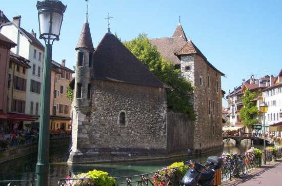 Full-Day Pérouges og Annecy Tour fra...