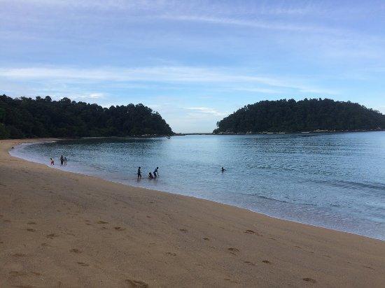 Nipah Bay Villa: tyhe beach is 5 minutes walk
