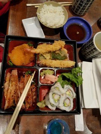 写真Tomodachi Sushi Bistro枚