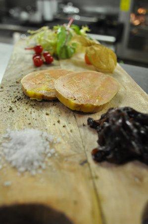 Montmoreau-Saint-Cybard, France : Foie Gras Frais de Canard cuit au Torchon