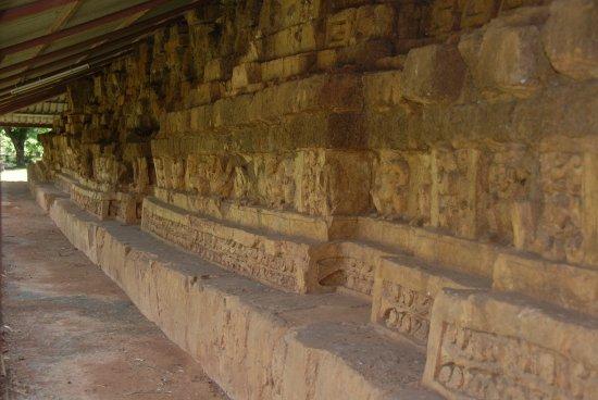 Sri Thep Historical Park: Wunderbare Fresken