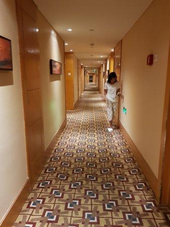 Park Plaza Wangfujing: clean and well-lit hallways