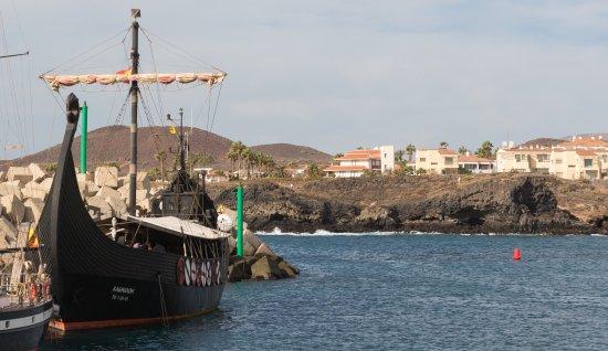 Сан-Мигель-де-Абона, Испания: Порт и древние яхты викингов