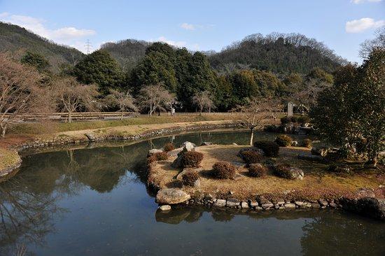Kinko Garden: 池泉回遊式の庭園
