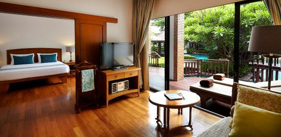Woodlands Hotel & Resort : Pool Suite Room (54sqm) with direct pool access