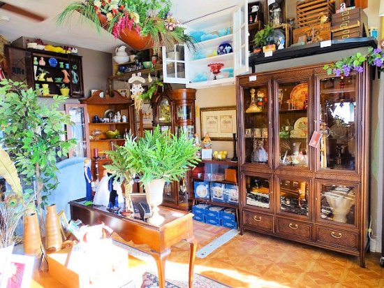 Seek and Find Treasures Antiques & Vintage
