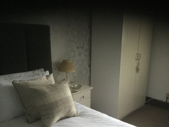 West Yorkshire, UK: Our twin room is ensuite and located on the ground floor for easy access.