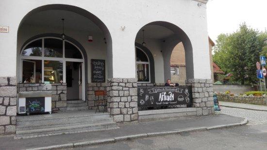 Bolków, Polska: Buitenzijde met overdekt terras