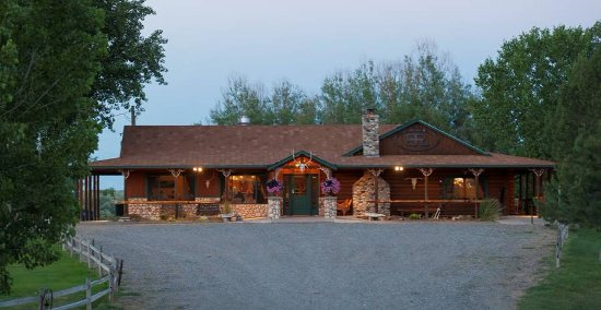 Bighorn River Lodge: Exterior of lodge