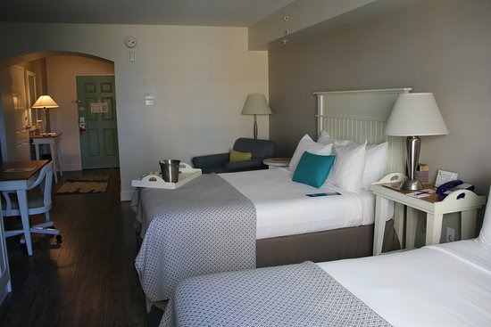 Hotel Indigo Sarasota: Entry way into the suite