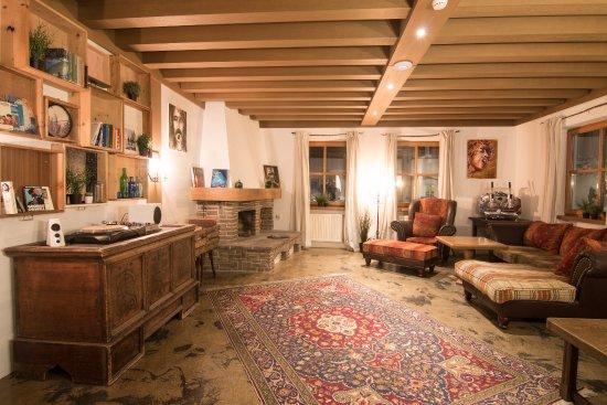 Mellow Mountain Hostel: Wohnzimmer Mit Plattensammlung Und Kamin