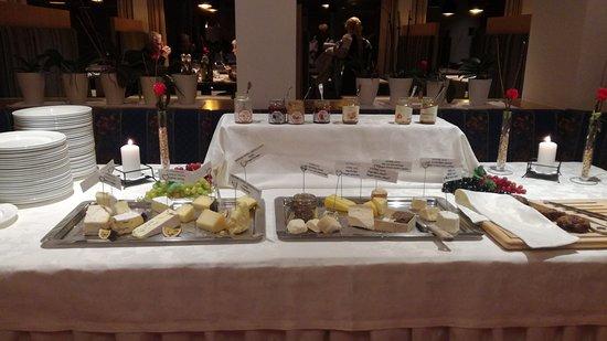 Hotel Royal: Quasi 30 tipi di formaggi diversi per il dessert