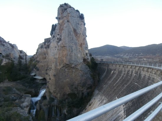 Huesca, Spain: parte hidroelectrica del embalse