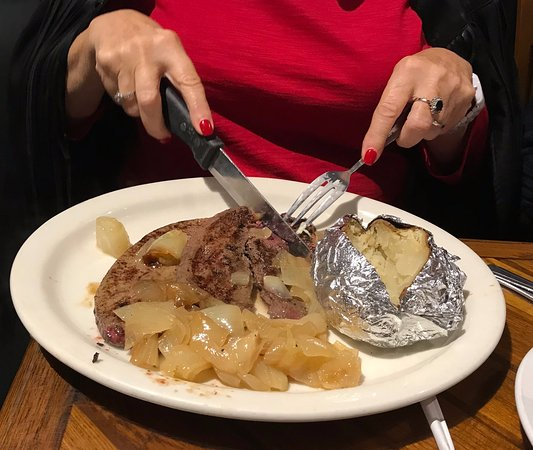 Ruven's: broiled calf's liver and onions