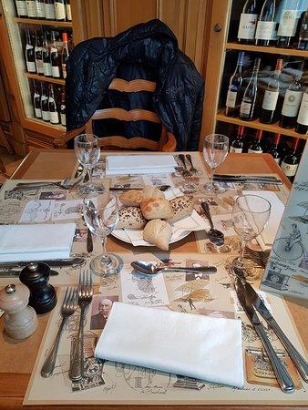 Restaurant inventions disneyland paris dans chessy avec - La table de chessy ...