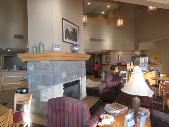 Best Western Plus Revere Inn & Suites: Breakfast Area