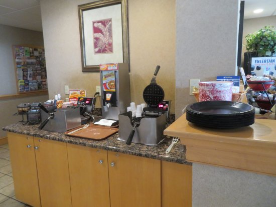 Best Western Plus Revere Inn & Suites: Breakfast Buffet