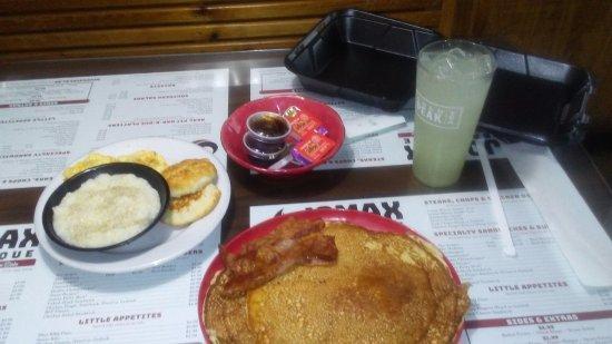 Metter, GA: Breakfast at JOMAX Bar b que