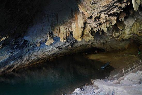 Kong Lor Cave: cave1