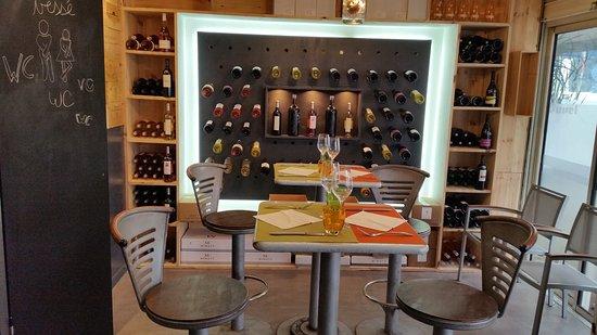 Le Kafe-In: Bar a Vins Restaurant Cave a Vins