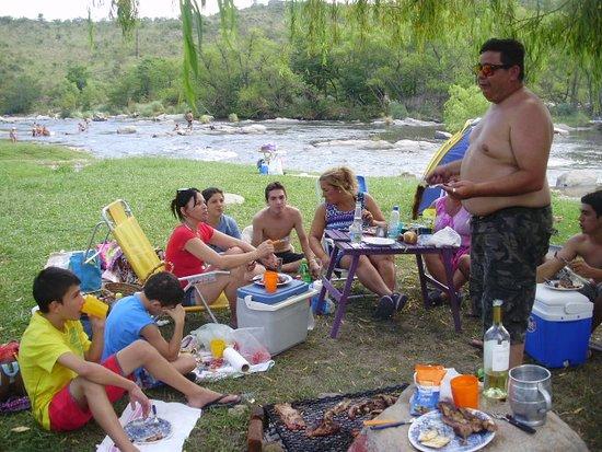 Juntura de los Rios: en la juntura comiendo un asado con todos los que fuimos