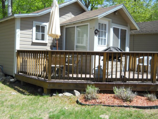 Holiday bay cottage rentals reviews price comparison for Lazy e motor inn laconia nh