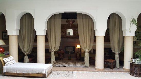 Riad Anjar: Área comum, no térreo.