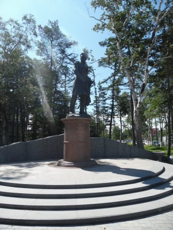 ‪Monument to G. I. Nevelskomu‬